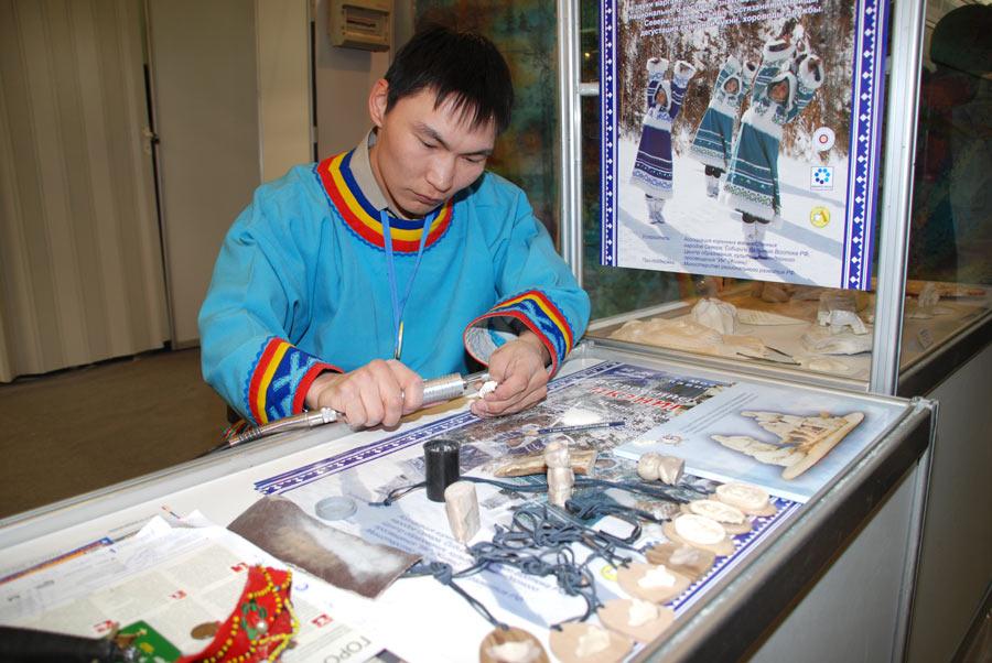 Вязаное пальто крючком. Схема и описания вязания